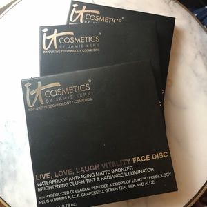 It Cosmetics Live, Love, Laugh Vitality Face Disc
